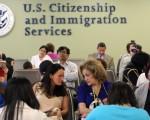 美国USCIS公告I-601A扩大临时豁免规则,将于8月29日生效,估计数百万非法移民受益。(John Moore/Getty Images)