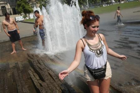 夏季除了防晒还有其它一些保养方法。(Sean Gallup/Getty Images)