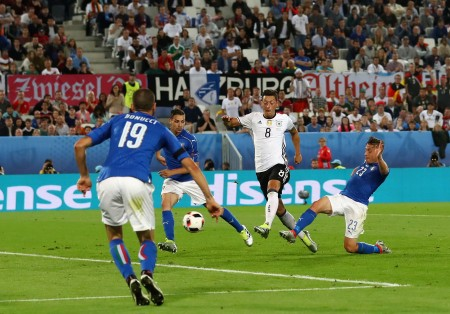 BORDEAUX, FRANCE - JULY 02: Mesut Oezil (2nd R) of Germany scores the opening goal during the UEFA EURO 2016 quarter final match between Germany and Italy at Stade Matmut Atlantique on July 2, 2016 in Bordeaux, France. (Photo by Alexander Hassenstein/Getty Images)