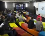 图为学生们在巴黎某一大学里上课。  (MARTIN BUREAU/AFP/Getty Images)