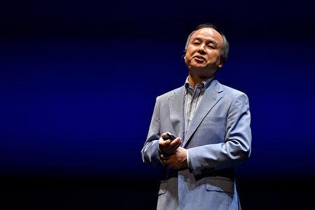 日本软银公司CEO孙正义2015年6月在一个新闻发布会上讲话。  (Koki Nagahama/Getty Images)