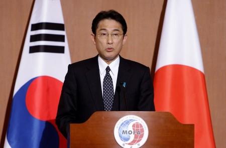 日本外務大臣岸田文雄(Fumio Kishida)稱,日本一貫主張解決海洋紛爭,須根據法律並採用和平的方式,而不是靠武力或威壓的方式。(Chung Sung-Jun/Getty Images)