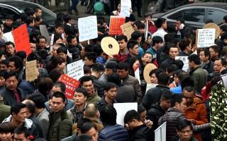 今年2月19日,中國農曆新年後很多工人在人力市場尋找工作。(VCG/VCG via Getty Images)