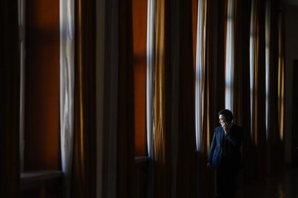 """7月7日,中纪委公布中央第十轮巡视15个巡视组已全部进驻32家单位4省市进行专项巡视和""""回头看""""。中国问题专家分析认为,习近平可能是对退居政协、人大二线的""""关键少数""""江派官员进行""""补枪""""。 (GREG BAKER/AFP/Getty Images)"""