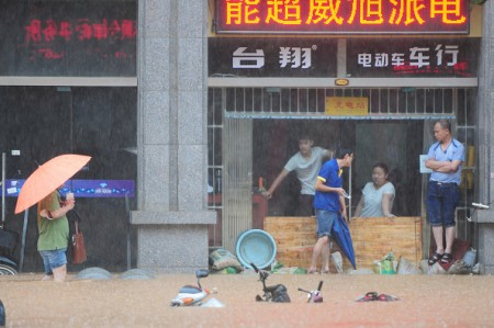 JIUJIANG, CHINA - JUNE 15: (CHINA OUT) Citizens walk in flood caused by rainstorms on June 15, 2016 in Jiujiang, Jiangxi Province of China. Heavy rainstorms continued to fall in many parts of China causing floods in Hunan, Henan, Guangxi, Guizhou, Guangdong and other places these days. (Photo by Hu Guolin/Getty Images)