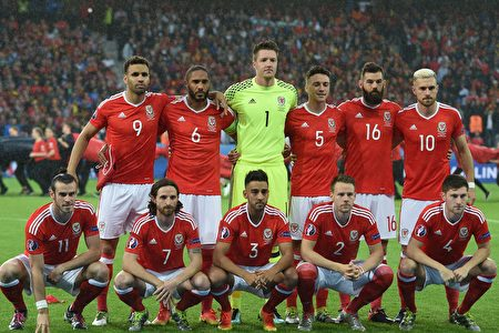 (LtoR) Wales' forward Gareth Bale, Wales' midfielder Joe Allen, Wales' defender Neil Taylor, Wales' defender Chris Gunter and Wales' defender Ben Davies and (back row, LtoR) Wales' forward Hal Robson-Kanu, Wales' defender Ashley Williams, Wales' goalkeeper Wayne Hennessey, Wales' defender James Chester, Wales' midfielder Joe Ledley and Wales' midfielder Aaron Ramsey pose for a team photo ahead the Euro 2016 quarter-final football match between Wales and Belgium at the Pierre-Mauroy stadium in Villeneuve-d'Ascq near Lille, on July 1, 2016. / AFP / PAUL ELLIS (Photo credit should read PAUL ELLIS/AFP/Getty Images)