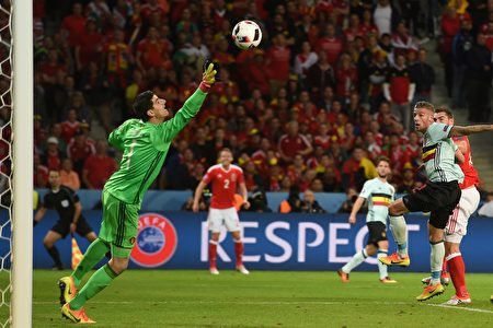 Wales' forward Sam Vokes (R) heads the ball to score a goal during the Euro 2016 quarter-final football match between Wales and Belgium at the Pierre-Mauroy stadium in Villeneuve-d'Ascq near Lille, on July 1, 2016. / AFP / PAUL ELLIS (Photo credit should read PAUL ELLIS/AFP/Getty Images)