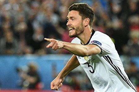 德國球員赫克托一球制勝,德國隊進入四強。(VINCENZO PINTO/AFP/Getty Images)