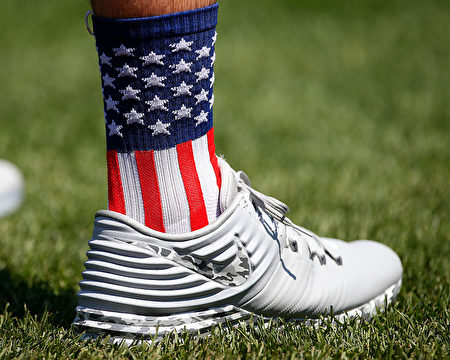 NEW YORK, NY - JULY 04: David Phelps #35 of the Miami Marlins wears Stars and Stripes socks as he warms up before a game against the New York Mets at Citi Field on July 4, 2016 in the Flushing neighborhood of the Queens borough of New York City. (Photo by Rich Schultz/Getty Images)