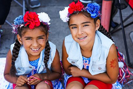 Xareny Ascencio, 7 and Xiclali Ascencio, 8, pose for a portrait while attending the 4th of July Parade, in Alameda, California on Monday, July 4, 2016. / AFP / GABRIELLE LURIE (Photo credit should read GABRIELLE LURIE/AFP/Getty Images)