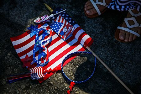 Holiday accessories sit on the ground during the 4th of July Parade, in Alameda, California on Monday, July 4, 2016. / AFP / GABRIELLE LURIE (Photo credit should read GABRIELLE LURIE/AFP/Getty Images)