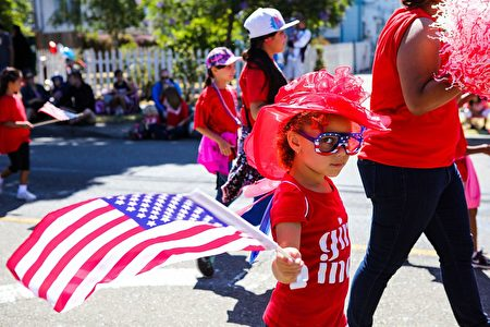 Preston Chilcott, 6, waves an American flag during the 4th of July Parade in Alameda, California on Monday, July 4, 2016. / AFP / GABRIELLE LURIE (Photo credit should read GABRIELLE LURIE/AFP/Getty Images)