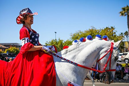 A woman rides a decorated horse during the 4th of July Parade in Alameda, California on Monday, July 4, 2016. / AFP / GABRIELLE LURIE (Photo credit should read GABRIELLE LURIE/AFP/Getty Images)
