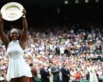7月9日,2016年溫布頓網球公開賽(簡稱溫網)女單決戰,美國衛冕冠軍小威廉絲(Serena Williams,下稱小威)快意復仇,力挫德國左手拍科貝爾(Angelique Kerber),收穫個人第22個大滿貫,追平格拉芙的公開賽之最記錄。( Clive Brunskill/Getty Images)