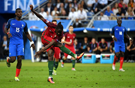 PARIS, FRANCE - JULY 10: Eder of Portugal scores the opening goal during the UEFA EURO 2016 Final match between Portugal and France at Stade de France on July 10, 2016 in Paris, France. (Photo by Mike Hewitt/Getty Images)