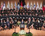 7月12日下午,紀念5名殉職警察的追思會在達拉斯舉行。奧巴馬發言。 ( Tom Pennington/Getty Images)