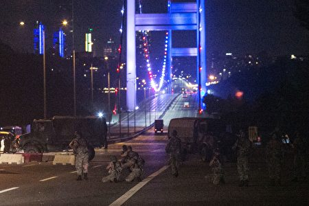 Turkish military control the entrance to the Bosphorus bridge in Istanbul on July 16, 2016, after Turkish troops launched a coup. Turkish military forces on July 16 opened fire on crowds gathered in Istanbul following a coup attempt, causing casualties, an AFP photographer said. The soldiers opened fire on grounds around the first bridge across the Bosphorus dividing Europe and Asia, said the photographer, who saw wounded people being taken to ambulances. / AFP / GURCAN OZTURK (Photo credit should read GURCAN OZTURK/AFP/Getty Images)