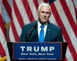 7月20日,美国共和党全国代表大会进入第3日,副总统候选人彭斯将成为当天的焦点。图为16日,彭斯在纽约城中央希尔顿酒店一场活动中发表讲话。(Drew Angerer/Getty Images)