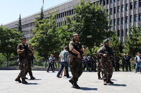 7月20日,總統埃爾多安已宣佈全國進入緊急狀態三個月。(ILYAS AKENGIN/AFP/Getty Images)