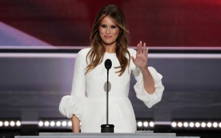 美國共和黨總統候選人川普的夫人梅拉尼亞(Melania Trump)在共和黨全國大會上的講話,被媒體質疑剽竊了現任第一夫人米歇爾。 ( Alex Wong/Getty Images)