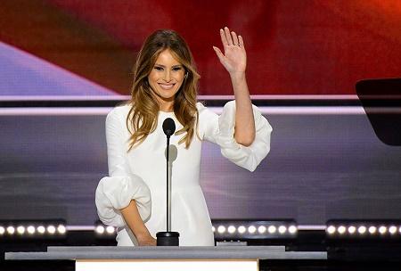 川普的名模妻子梅拉尼亚(Melania Trump)上台演说,为丈夫助选。(ROBYN BECK/AFP/Getty Images)