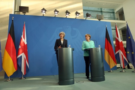 德國和英國今天達成協議,英國首相梅(Theresa May)需要時間為談判脫歐作準備,年底前不會啓動脫歐。(Adam Berry/Getty Images)