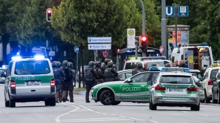 德國慕尼黑1家購物中心週五傍晚發生槍擊案,至少造成9人死亡、數人受傷。槍手在逃,警方正在進行全城搜索。(Joerg Koch/Getty Images)
