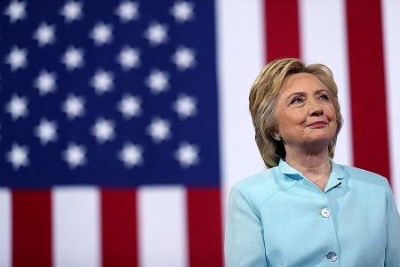 希拉里的诚信度受到质疑。(Justin Sullivan/Getty Images)