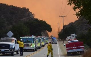 洛杉矶大火,天地为之变色。(FREDERIC J. BROWN/AFP/Getty Images)