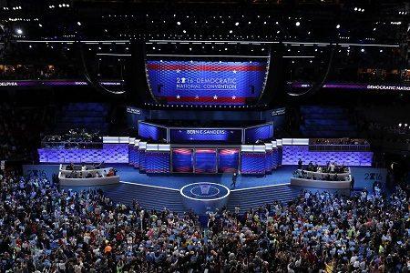 7月25日,美國民主黨全國代表大會通過了今年的民主黨黨綱 ,關於台灣的內容,與2012年相似,表示將將信守「一中政策」與「台灣關係法」,並將繼續支持以「符合台灣人民最佳利益」的方式 ,和平解決兩岸議題。 (Chip Somodevilla/Getty Images)