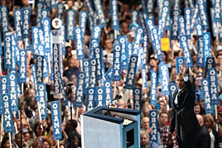 7月27日美国费城,民主党全代会召开第三晚,奥巴马总统做主题发言。(Drew Angerer/Getty Images)