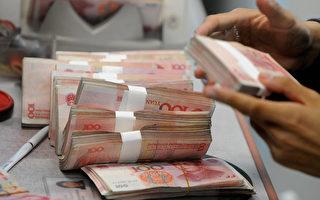 人民币10月1日正式纳入国际货币基金(IMF)特别提款权(SDR)货币篮子,分析认为,从目前的情况看,人民币是否真的可自由使用,并不乐观。(MARK RALSTON/AFP/Getty Images)