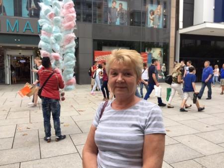 超市售货员Halina Dominiak不想去慕尼黑度假。(文婧/大纪元)