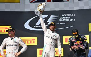 F1匈牙利站,梅赛德斯车队的汉米尔顿(中)第五次在这里夺冠。(Mark Thompson/Getty Images)