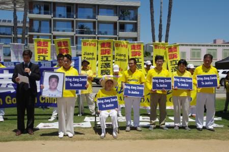 曾在國內被關押的洛杉磯法輪功學員。(劉菲/大紀元)