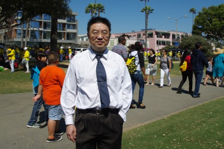 良知基金會會長陳師眾7月17日在洛杉磯聖莫尼卡碼頭7.20反迫害集會上。(劉菲/大紀元)
