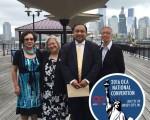 图:美华协会成员同泽西市议会议长Rolando Lavarro(左三)合影。左起:Helen Yu、Virginia Ng、Rolando Lavarro(泽西市议会议长)和Karen Low。 (美华协会提供)