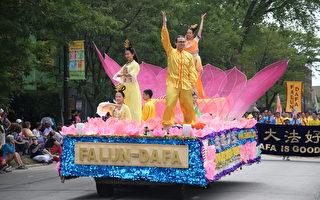 法轮功的大型粉色莲花造型的花车,法轮功学员在车上演示功法。(王松林/大纪元)