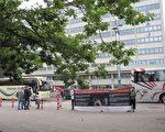 2016年Eshere國際年會在芬蘭赫爾辛基舉辦,部分法輪功學員到現場進行徵簽活動,呼籲制止在中國發生長達十多年「活摘法輪功學員器官」的暴行。(李樂/大紀元)