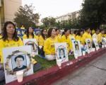 7月20日,洛杉矶法轮功学员中领馆前举行悼念同修,呼吁停止迫害、法办江泽民。(季媛/大纪元)