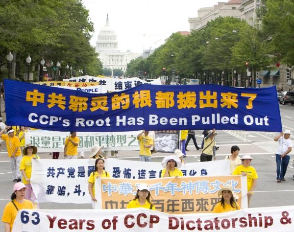 2012年7月13日,法轮功7.20反迫害、声援退党大潮大游行(马有志/大纪元)
