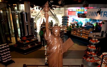 好时2002年就在时代广场开了一间旗舰店。( Isaac Brekken/Getty Images for Hershey's Chocolate World)