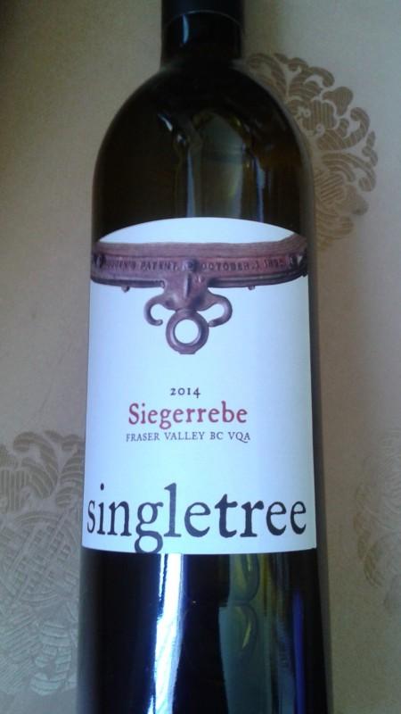 圖:Singletree Siegerrebe :亞熱帶的果情濃,荔枝及油桃的香氣迷人,酒格輕盈口感柔悠。(阮公子提供)