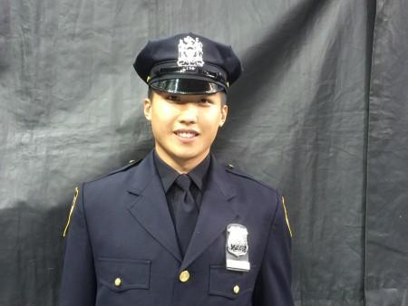 從警察學院畢業的華裔小伙王威力。
