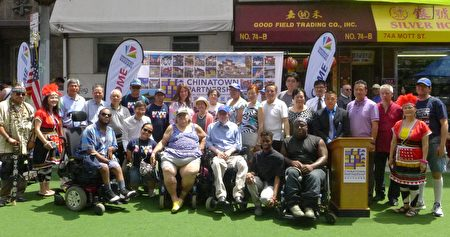 以慶祝美國殘疾人法案(ADA)簽署26週年為主題,華埠商業改進區與殘障藝術家組織「Art Beyond Sight」等24日再度舉辦「夏季漫遊節」。