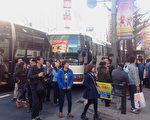 在日本觀光和購物的中國遊客。(盧勇/大紀元)