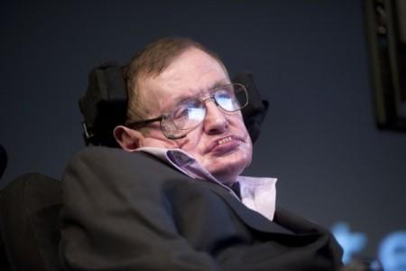 英国著名科学家史蒂芬·霍金(Stephen Hawking)近日警告,人工智能会以比人类更快的速度发展,其最终目标将无法预测,有朝一日或导致人类的终结。(EVERT ELZINGA/AFP/Getty Images)