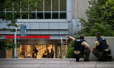 購物中心外的警察(Joerg Koch/Getty Images)