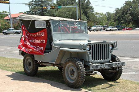 圖:太平洋戰爭博物館陳列的吉普車,就是我當年在台灣軍營中,學會開車時的同型車。(謝行昌提供)