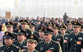 """中共军队改革后,军队将领不断频密调整。仅中共""""八·一""""建军节前一个半月就有80名将领换职(AFP PHOTO / GOH CHAI HIN / AFP PHOTO / GOH CHAI HIN)"""